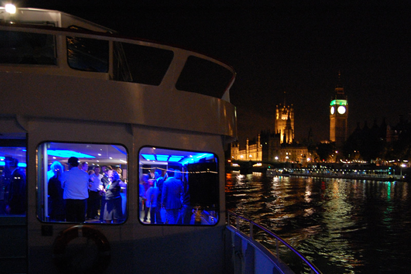 London-Party-Boat-Erasmus-passing-Big-Ben-on-the-River-Thames